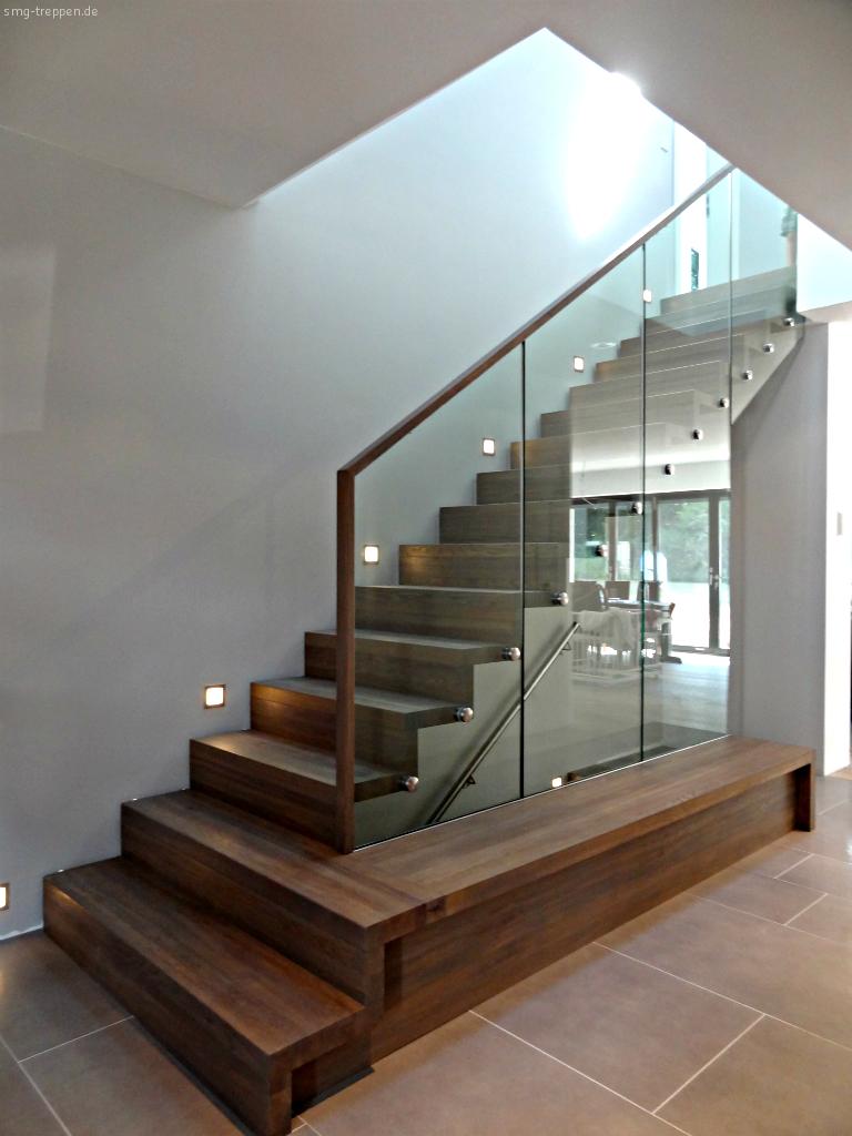 Ein Projekt Des Architekturbüros Rith U0026 Schroeder Ein Einfamilienhaus In  Hamburg Duvenstedt Beherbergt Die Holztreppenanlage HOT 2200 über Drei  Etagen.