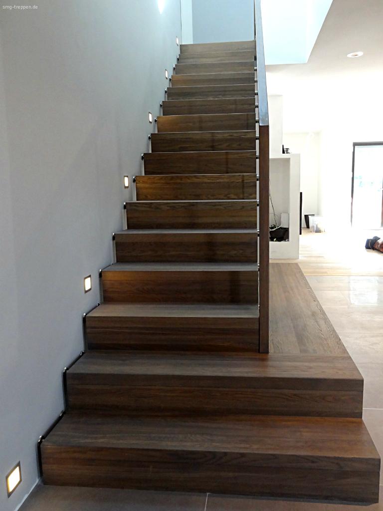 gerade treppe smg treppen holztreppe 2200 smg treppen. Black Bedroom Furniture Sets. Home Design Ideas