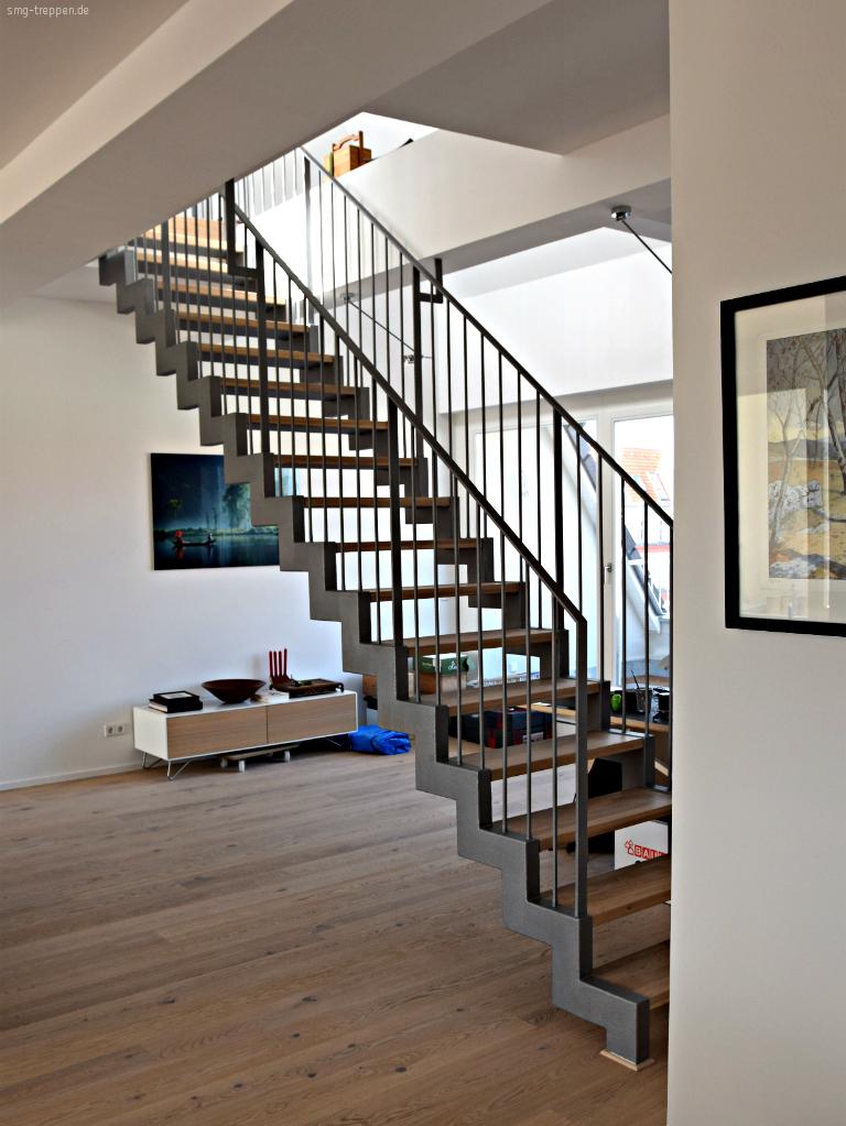 smg treppen zweiholmtreppe zht 2400 smg treppen. Black Bedroom Furniture Sets. Home Design Ideas
