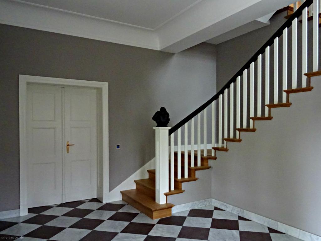 Weiße Holztreppe smg treppen holztreppe 2600 smg treppen