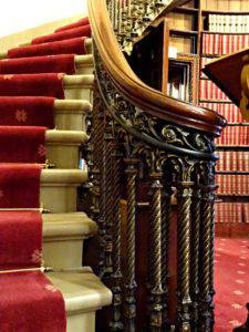 Zwischen Ober- & Unterhaus gibt es keine Treppe